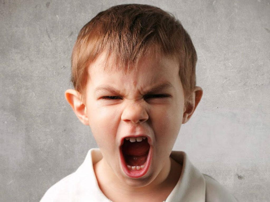 Bambini arrabbiati con i genitori: 3 cose da fare
