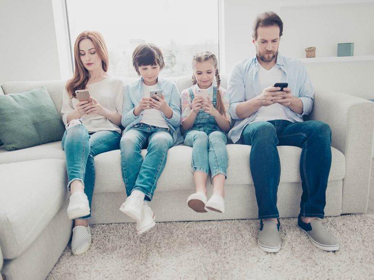 Dipendenza da smartphone: 3 modi per gestirla in famiglia